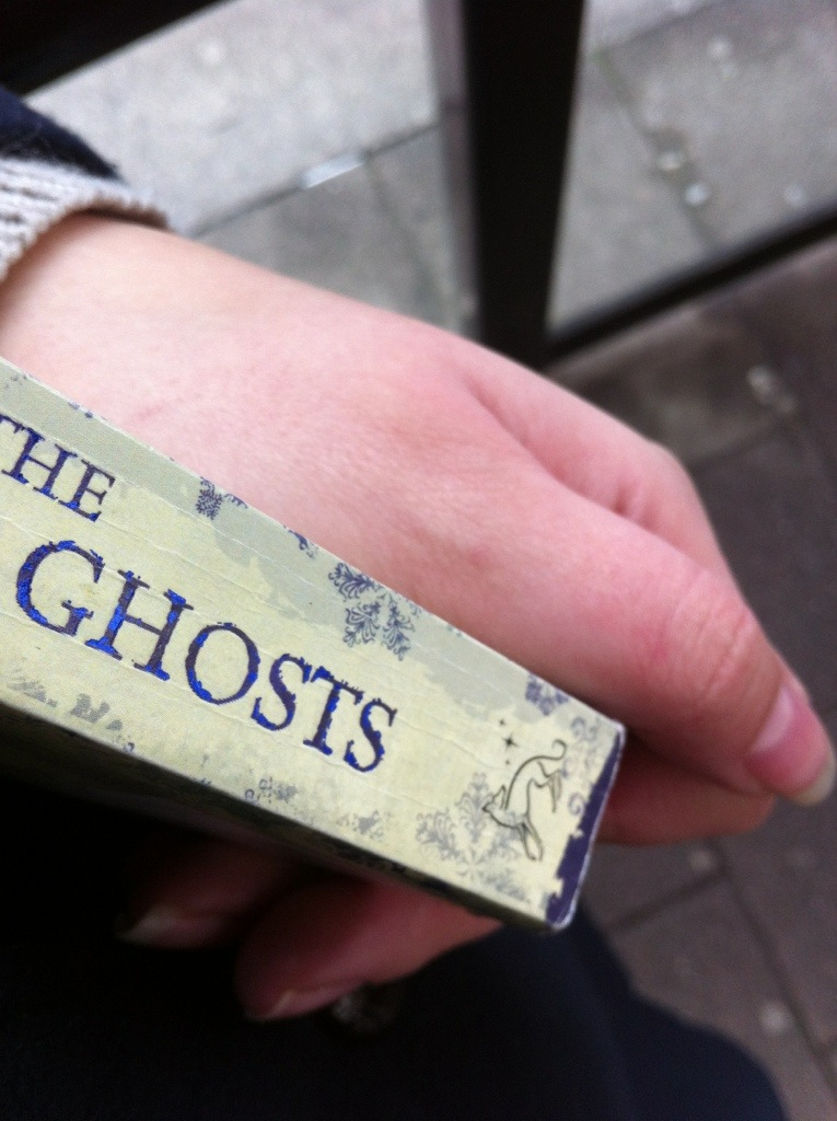 The Winter Ghosts by Kate Mosse - Reading at the bus stop